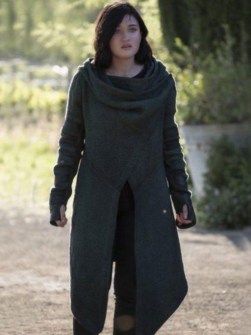 isa-briones-star-trek-picard-hooded-coat